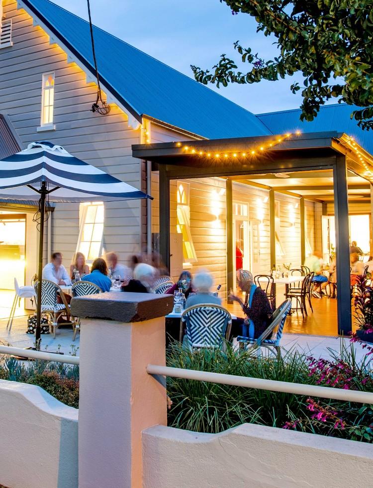 Cedar Bar and kitchen